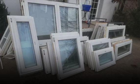 Używane okna wbiałych ramach